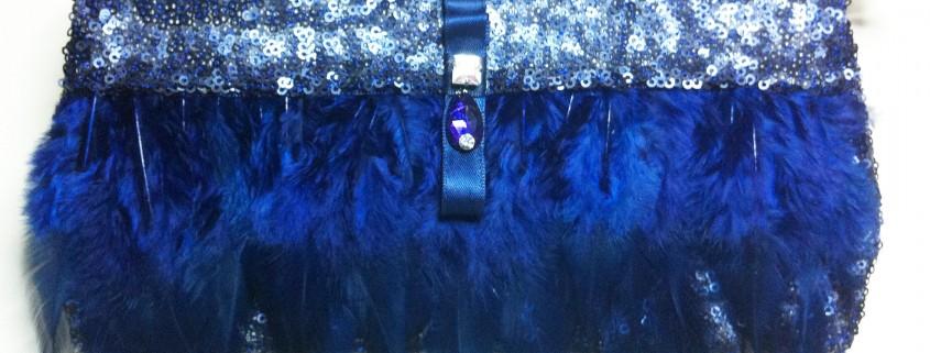 cluch plumas azul 2